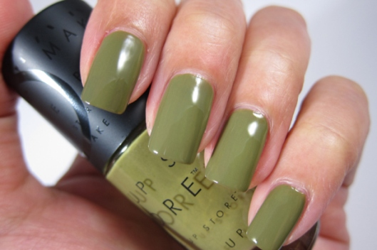 make-up-store-nail-polish-in-shazia-andreas-7